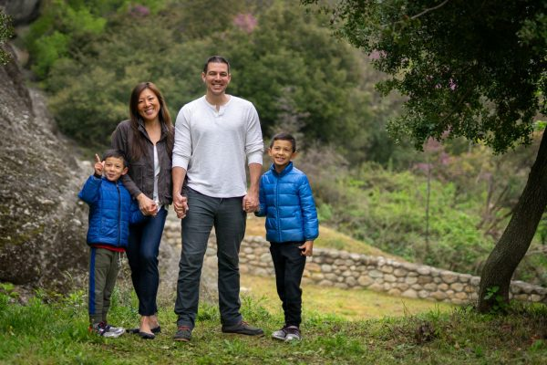 Family photo shooting in Meteora backdrop
