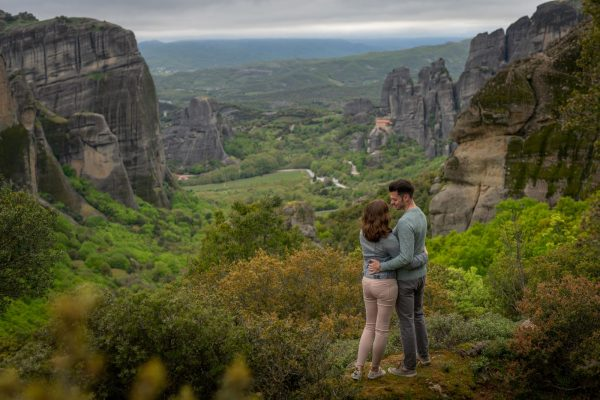 Couple photo shoot in Meteora backdrop